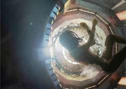 逆时营救杨幂是怎样穿越的 虫洞可以穿越时空吗