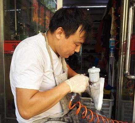 杨海明直播修鞋视频在线观看 修鞋网红主播杨海明直播间是什么