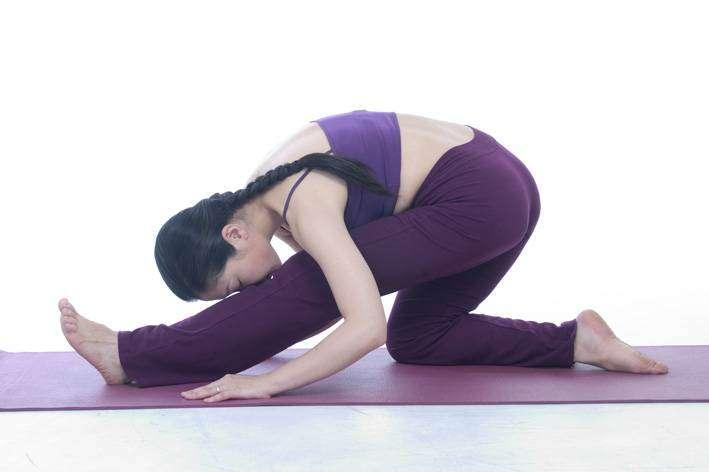 羡慕别人的瘦美腿?瑜伽下蹲式八动作塑造修长美腿
