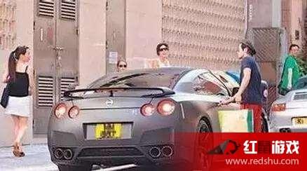 天王郭富城是一个不折不扣的车迷.这图是郭天王在香港街边买咖啡时图片