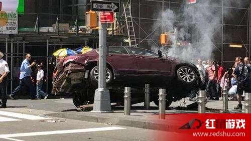 纽约时代广场汽车冲撞行人致1死20伤 司机疑似酒图片