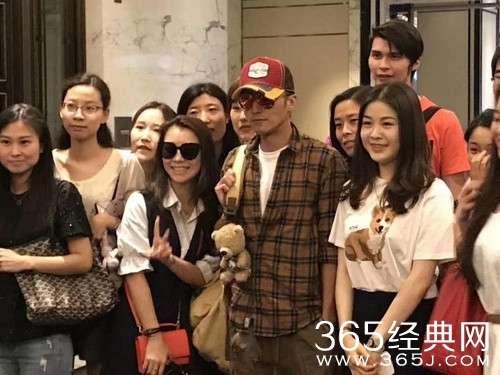 网友偶遇谢霆锋录制新一季《中国新歌声》是真的吗?