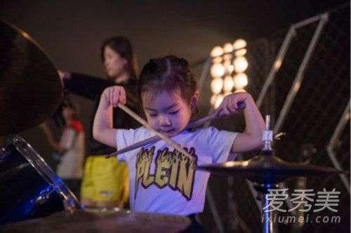 戚薇女儿参加的综艺节目叫什么 戚薇女儿中文名字叫什么