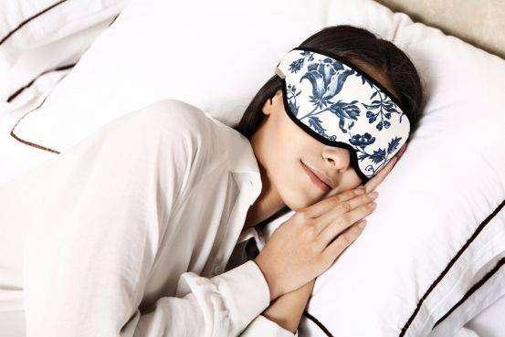 戴着眼罩睡觉对睡眠有好处吗?